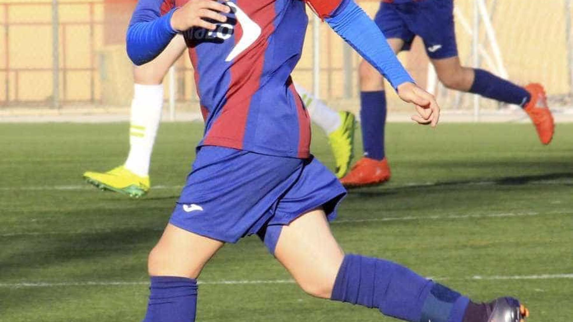 Jovem de 15 anos morre a jogar futebol