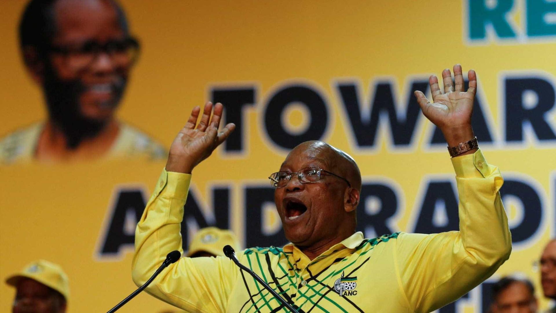 Parlamento adia discurso do presidente e pressão por renúncia aumenta