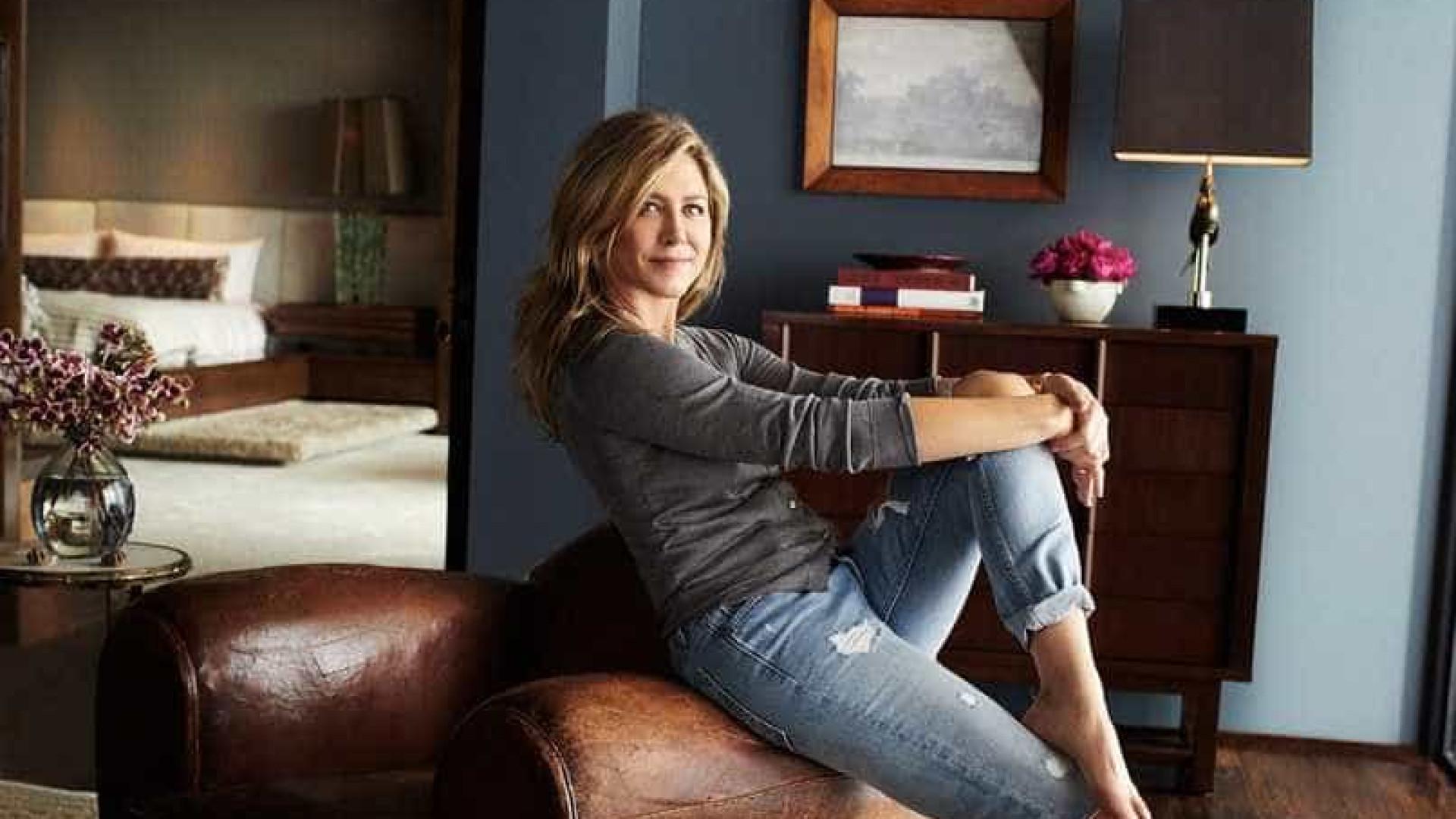 Jennifer Aniston abre sua mansão em Los Angeles para revista