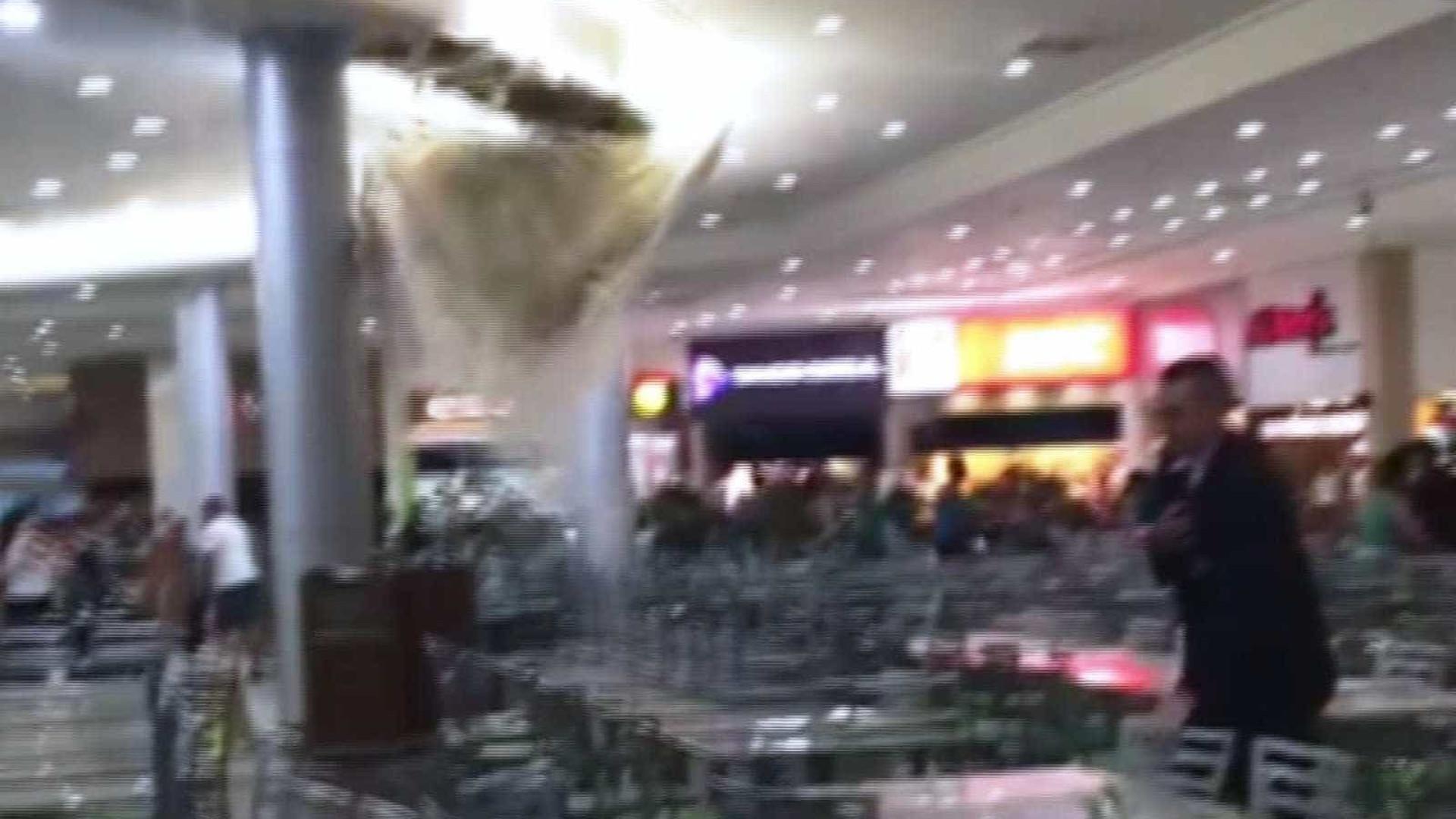 Teto de shopping desaba e provoca pânico no litoral de SP