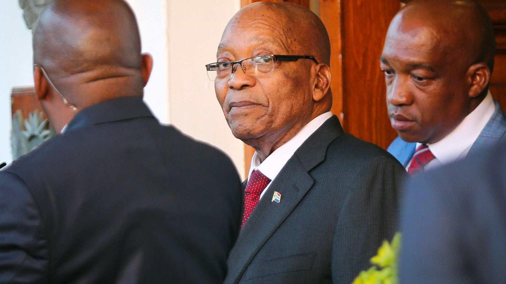 Alvo de 800 acusações, Zuma diz que pedido de renúncia é injusto