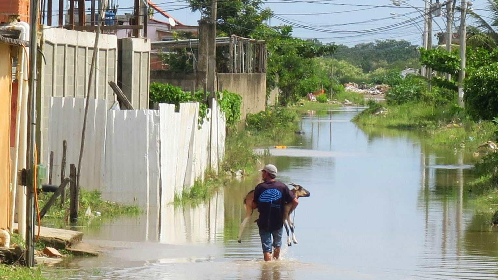 Para Crivella, sistema de drenagem 'suportou chuva' no Rio