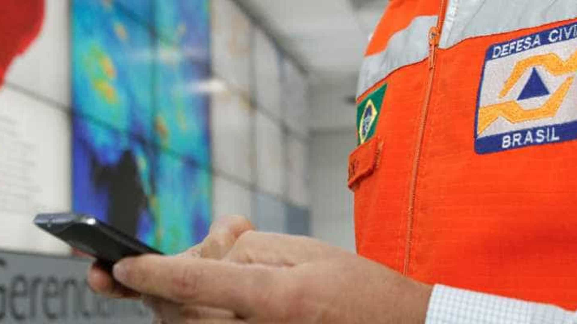 Defesa Civil alerta desastres por SMS
