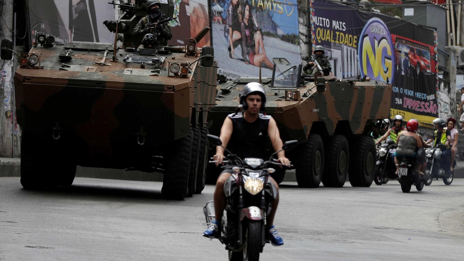 Tropas do Exército saem de batalhões para ação em área violenta do Rio