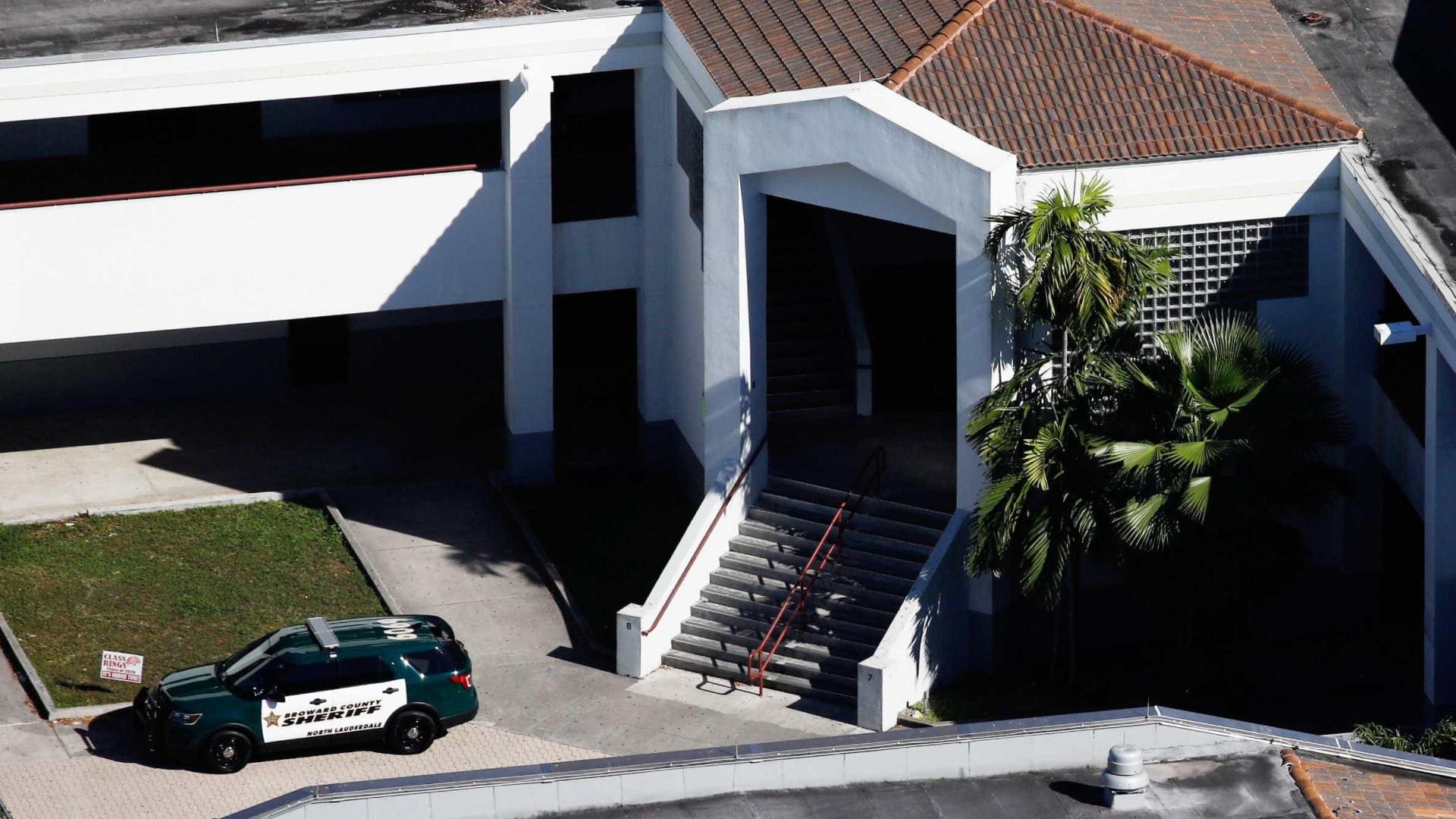 Chefe de Polícia autoriza agentes com fuzis em escolas