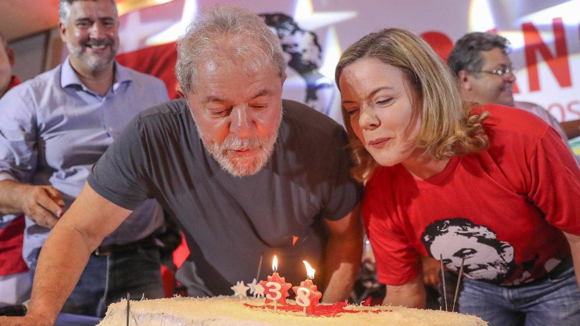 Lula: 'Poderão prenderminha carne carcomida, mas não minhas ideias'