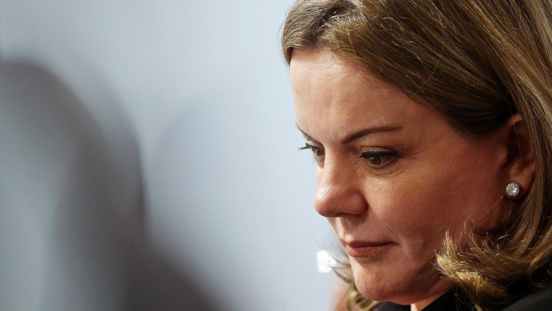 Gleisi Hoffmann duvida que STF impeça prisão de Lula a tempo