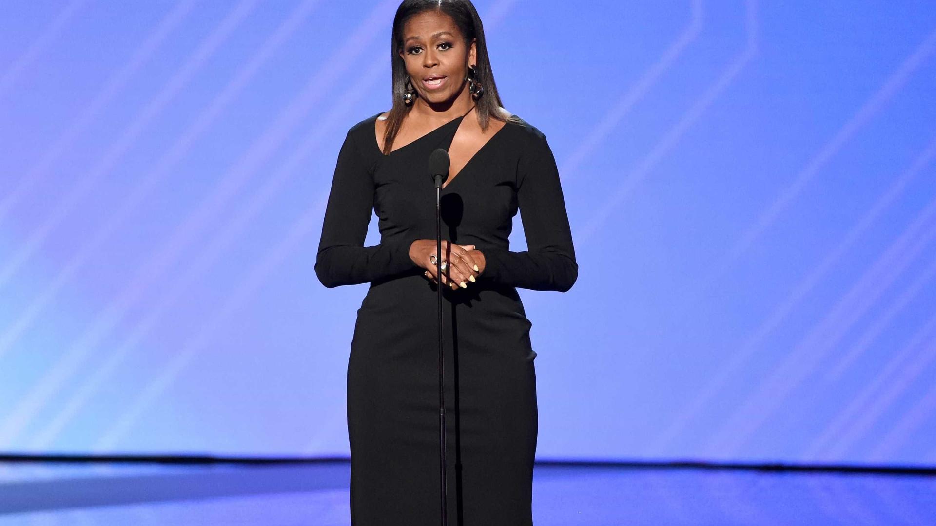 Michelle Obama lança livro de memórias com revelações