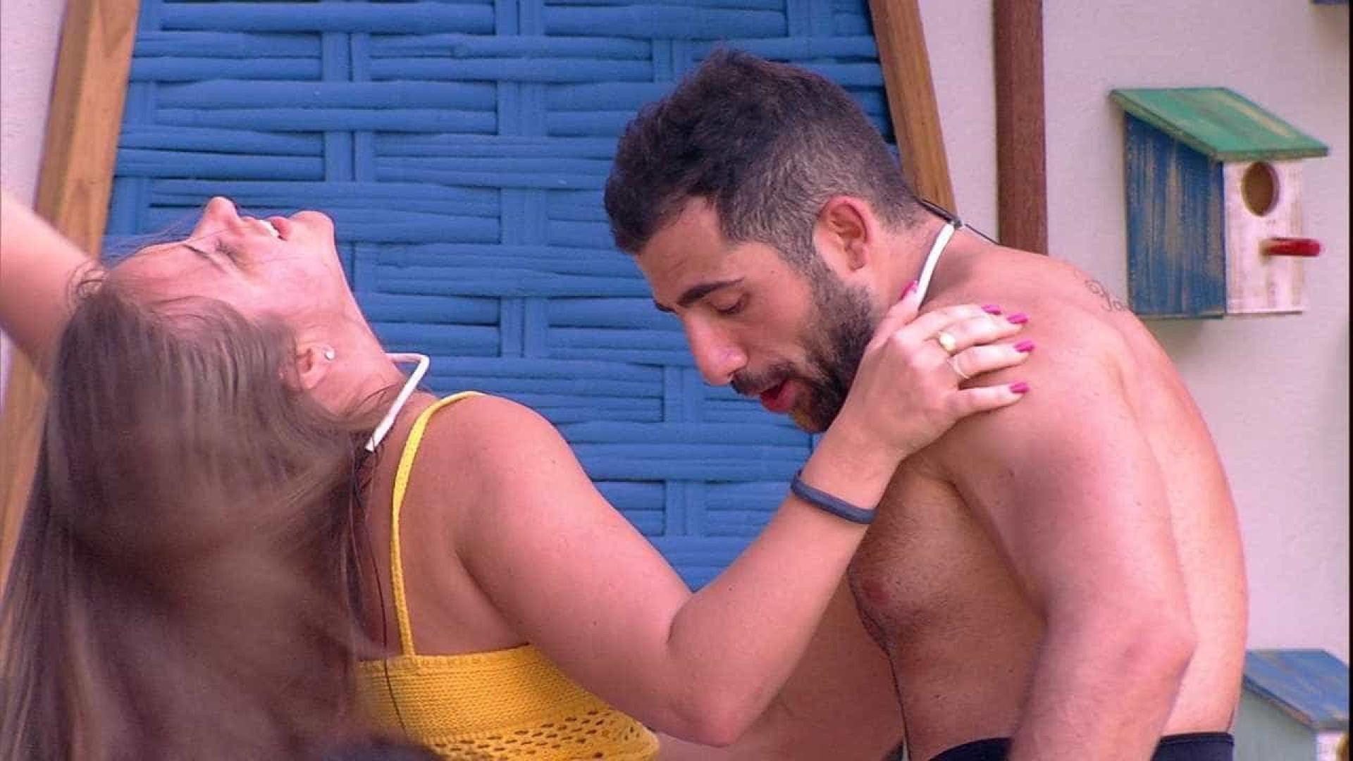 'BBB 18': Patrícia e Kaysar se beijam