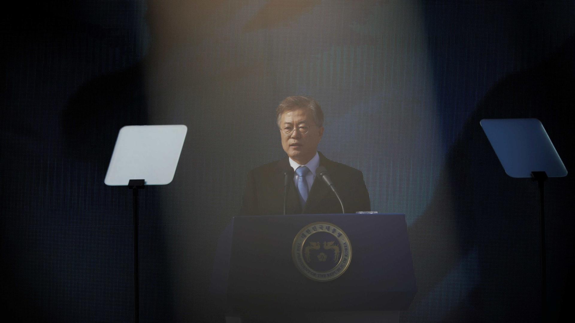 Enviados sul-coreanos chegam a Pyongyang para reunião com Kim Jong-un