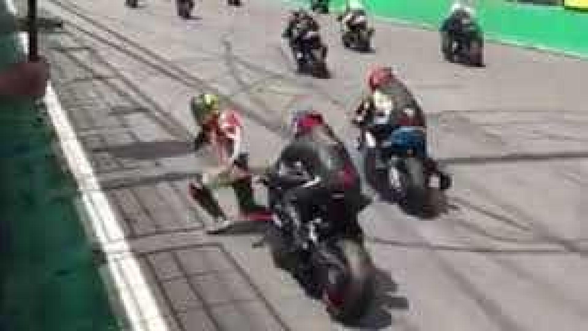 Piloto é atropelado e sofre fratura exposta durante prova de moto