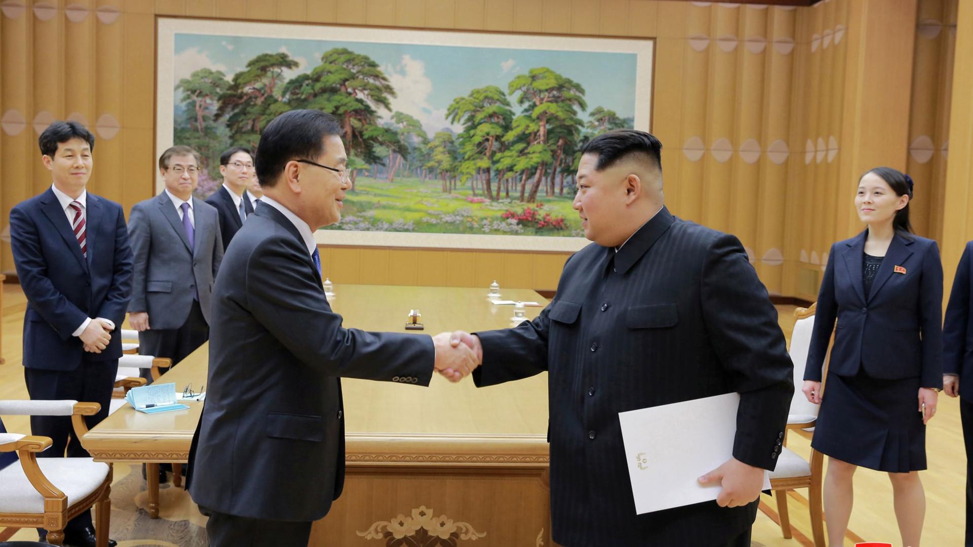 Coreias criam 'telefone vermelho' entre os dois líderes