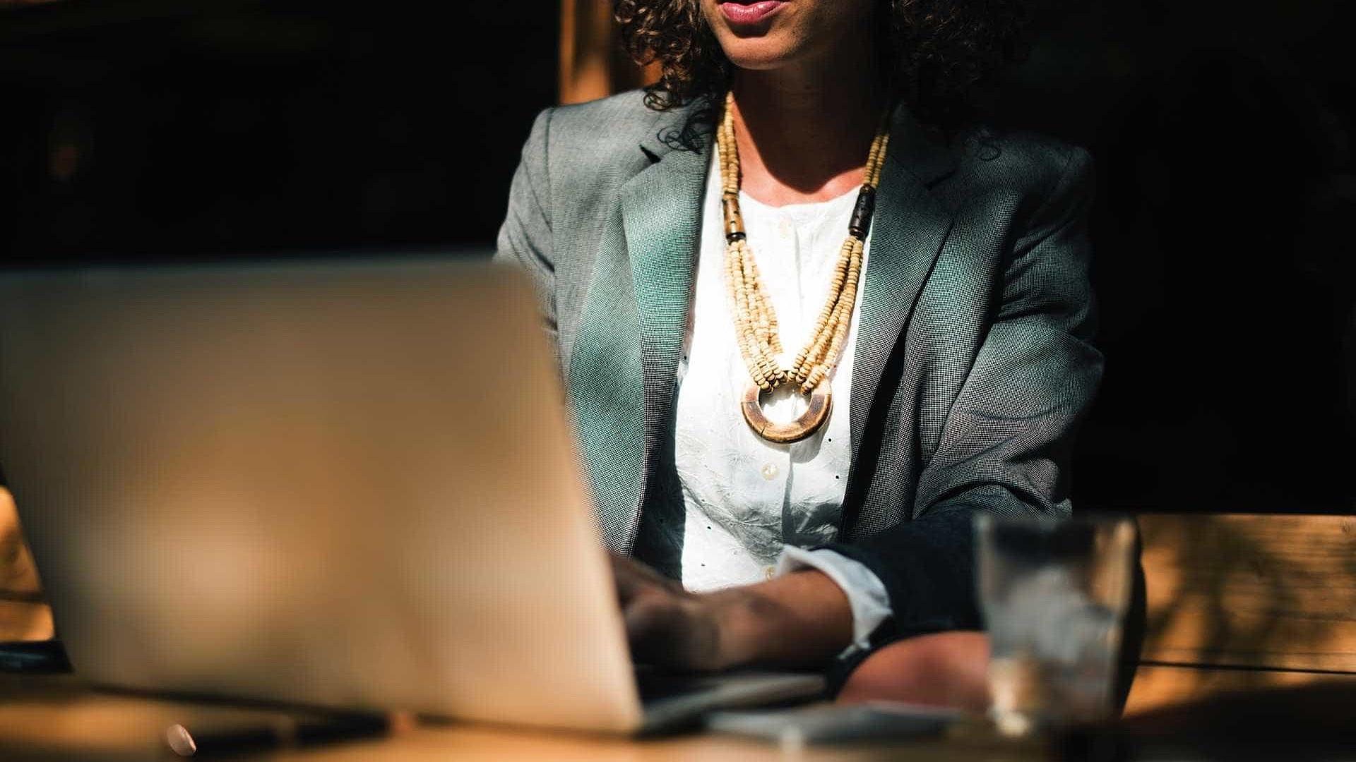 Mulheres ganham menos que homens mesmo sendo mais qualificadas
