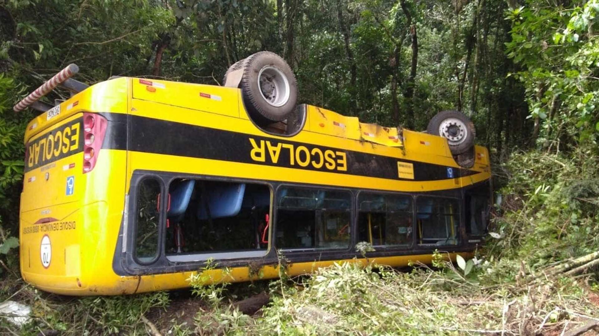 Acidente com ônibus de romeiros deixa feridos na BR-459