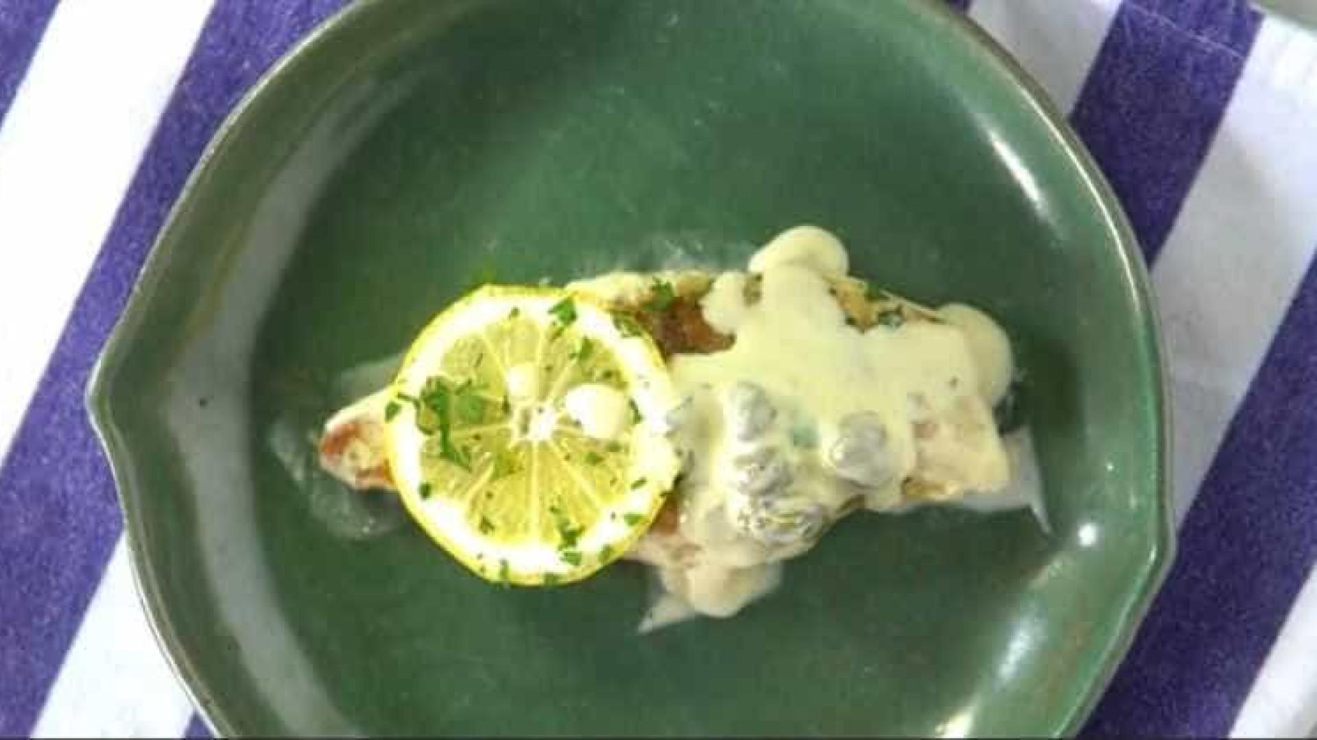 Aprenda uma receita de frango assado com molho cítrico