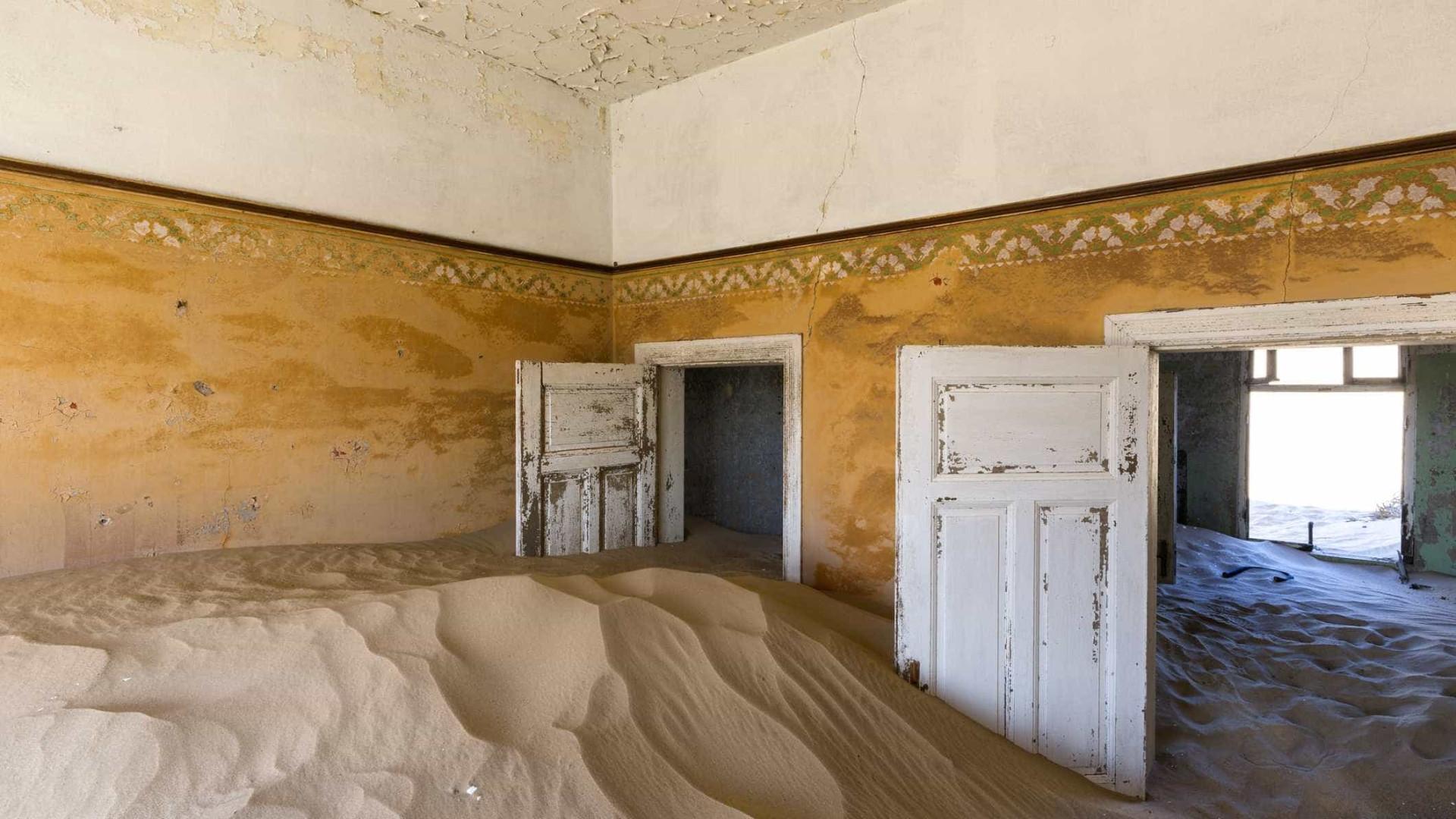 Kolmanskop: cidade fantasma no deserto de Namíbia