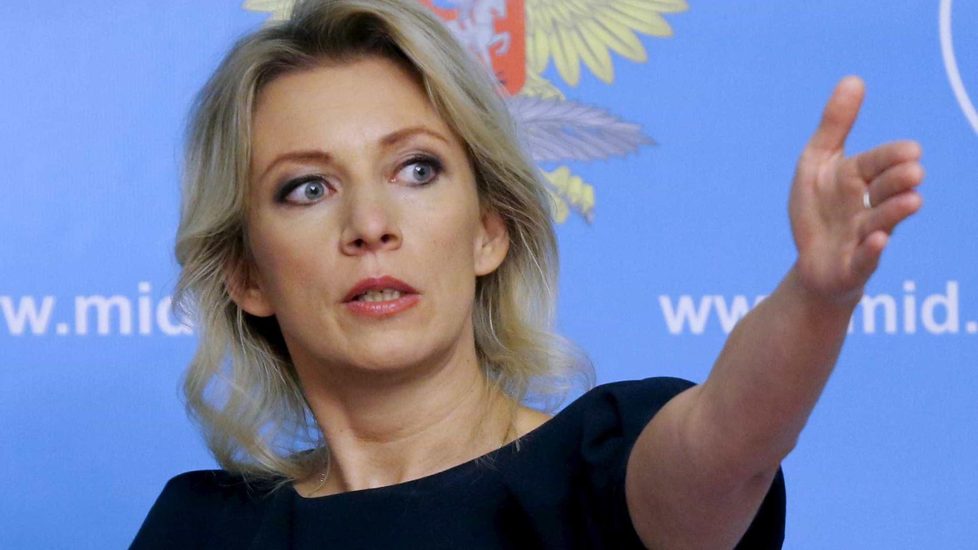 Rússia ameaça proibir mídia britânica de operar no país