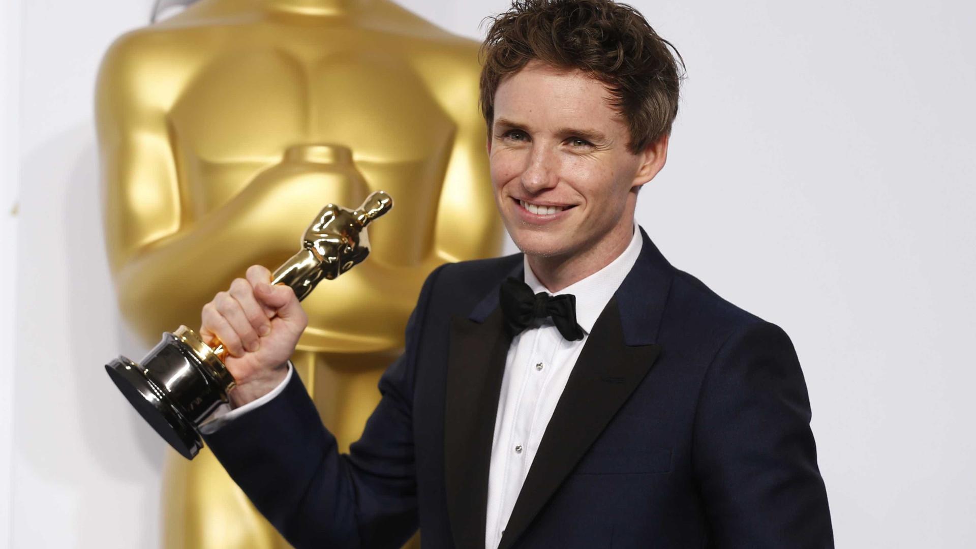 Ator ganhou Oscar e Globo de Ouro por interpretar Stephen Hawking