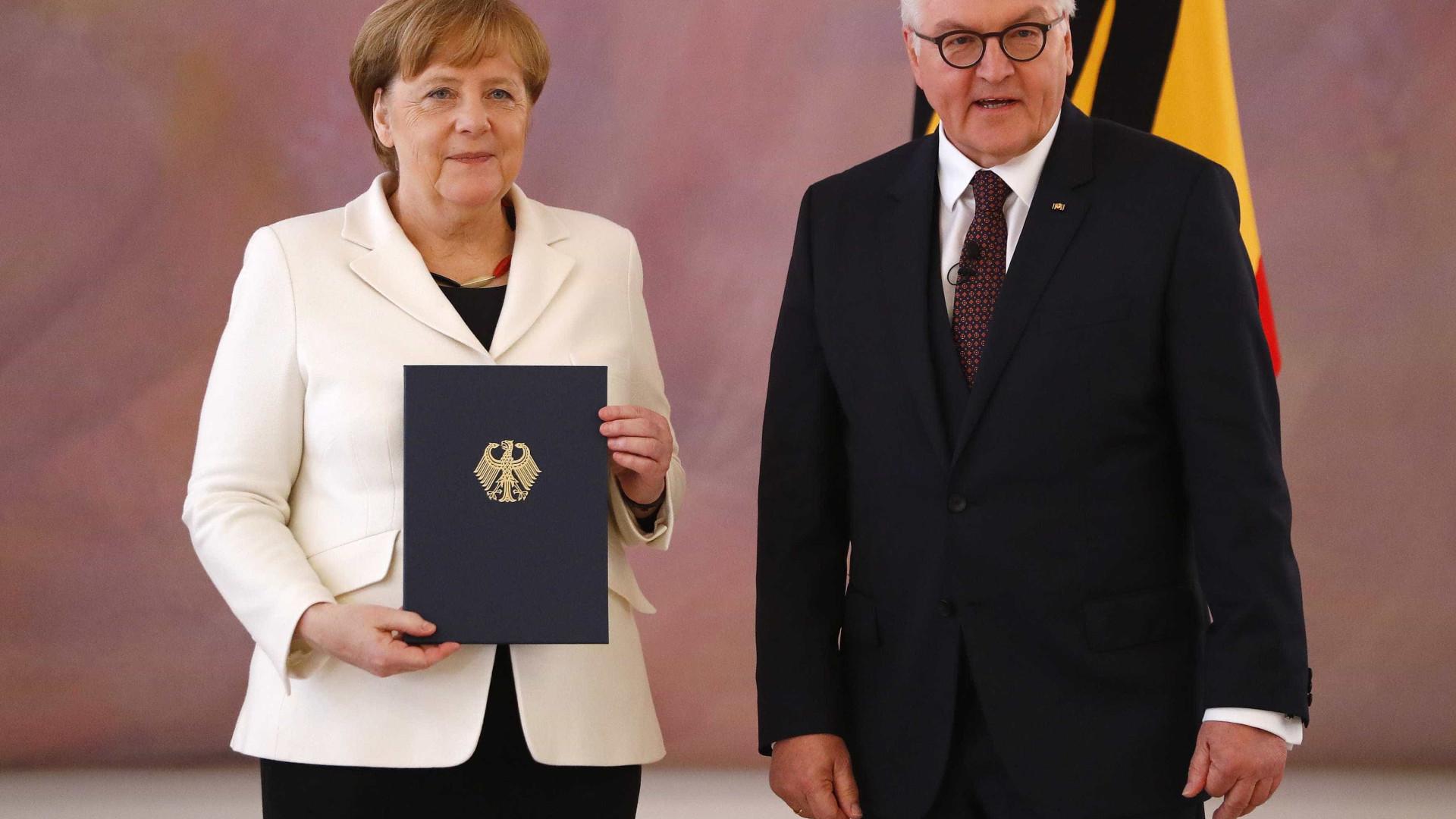 Desgastada, Merkel tem quarto mandato confirmado pelo Parlamento