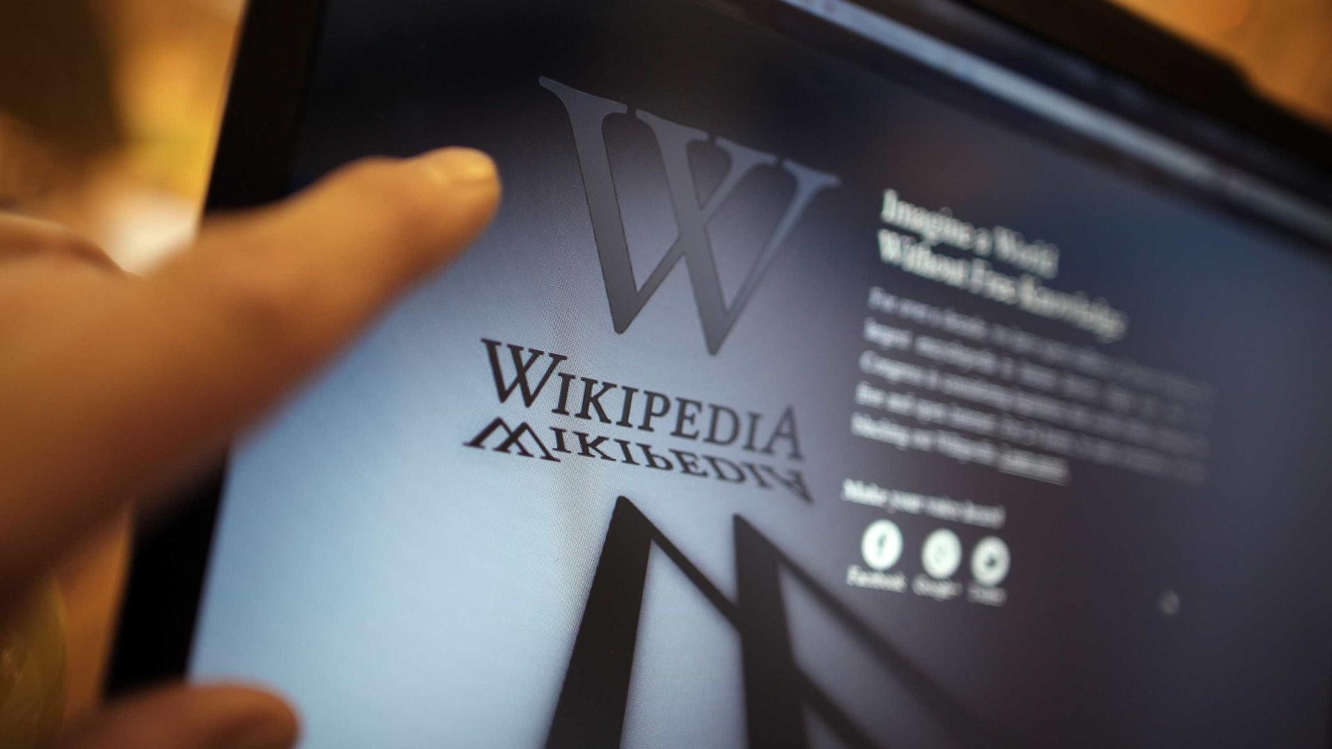 Youtube quer acabar com teorias da conspiração usando a Wikipédia