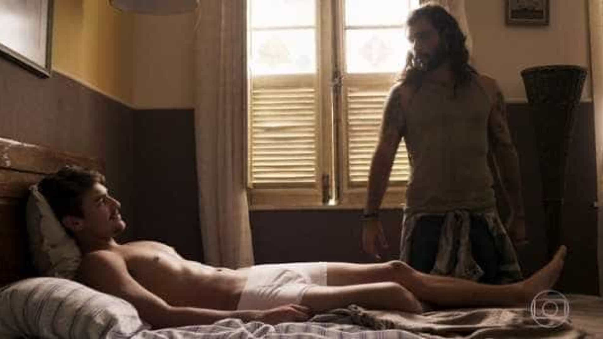 Namorado de Sasha faz sucesso ao aparecer só de cueca em novela