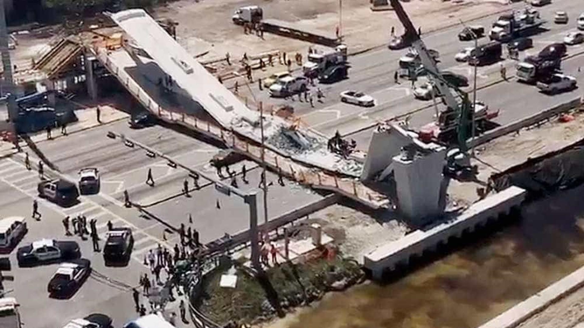 Passarela de pedestres cai em Miami e há mortos