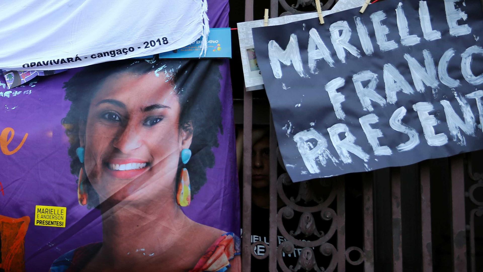Papa fala por telefone com mãe de vereadora morta no Rio