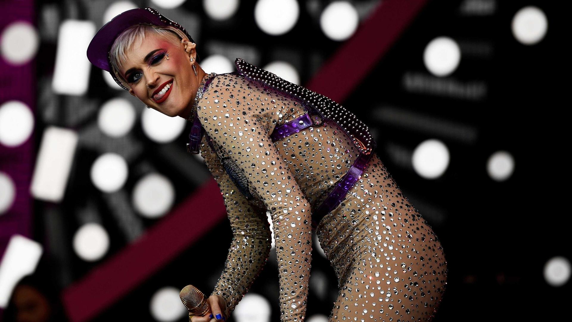 Katy Perry convida Gretchen para rebolar em show de SP