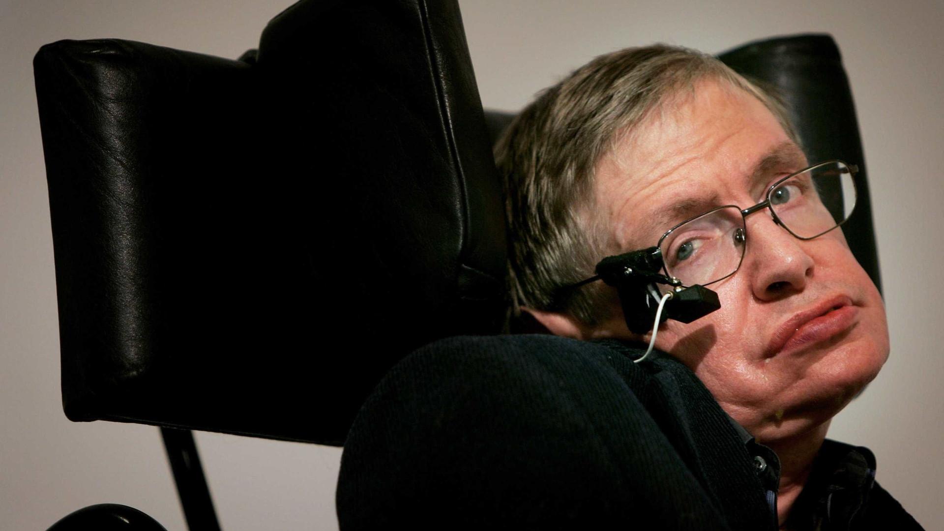 Cinzas de Stephen Hawking serão enterradas ao lado de Isaac Newton