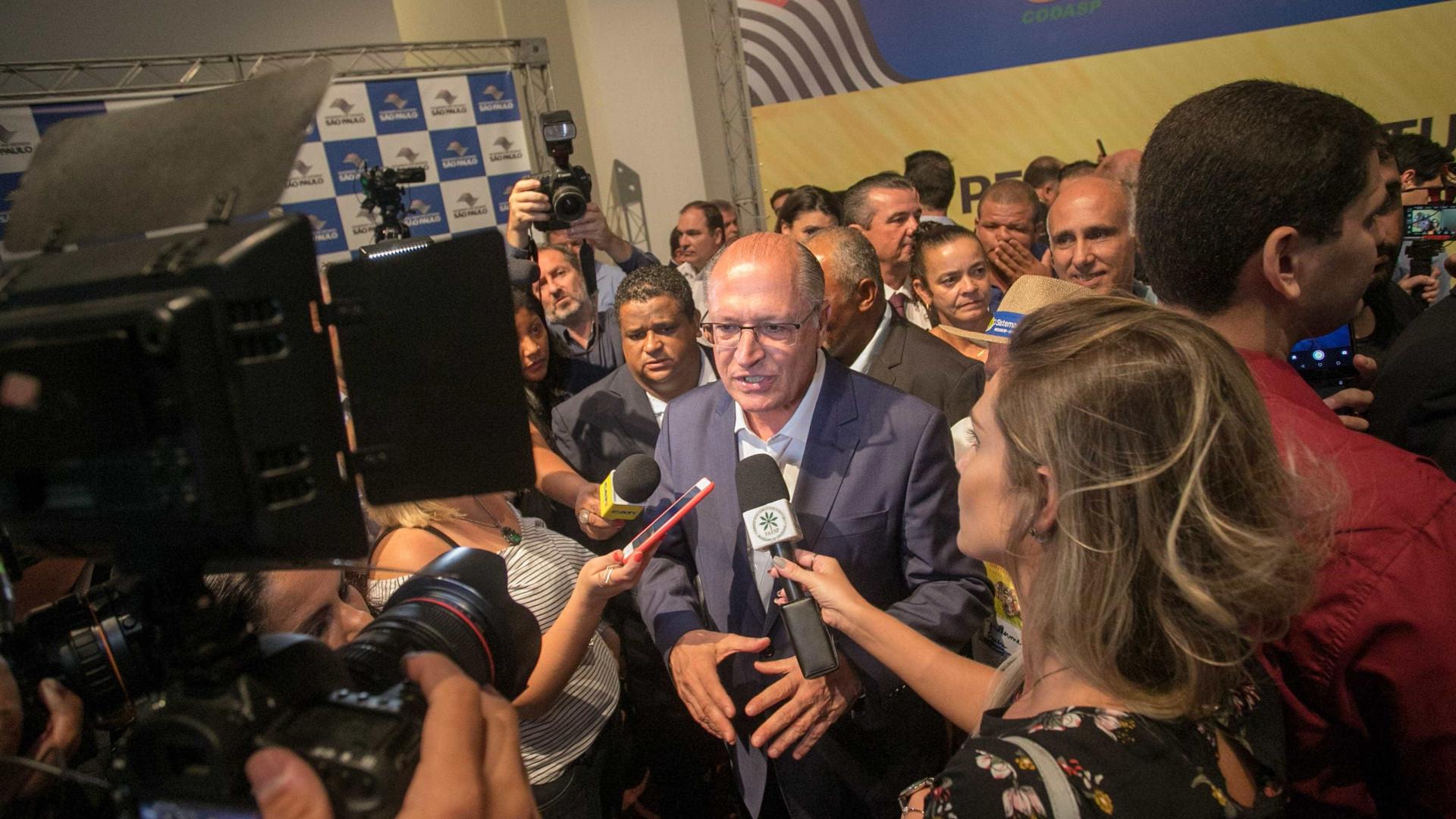 Em reação a Bolsonaro, Alckmin defende facilitar porte de armas