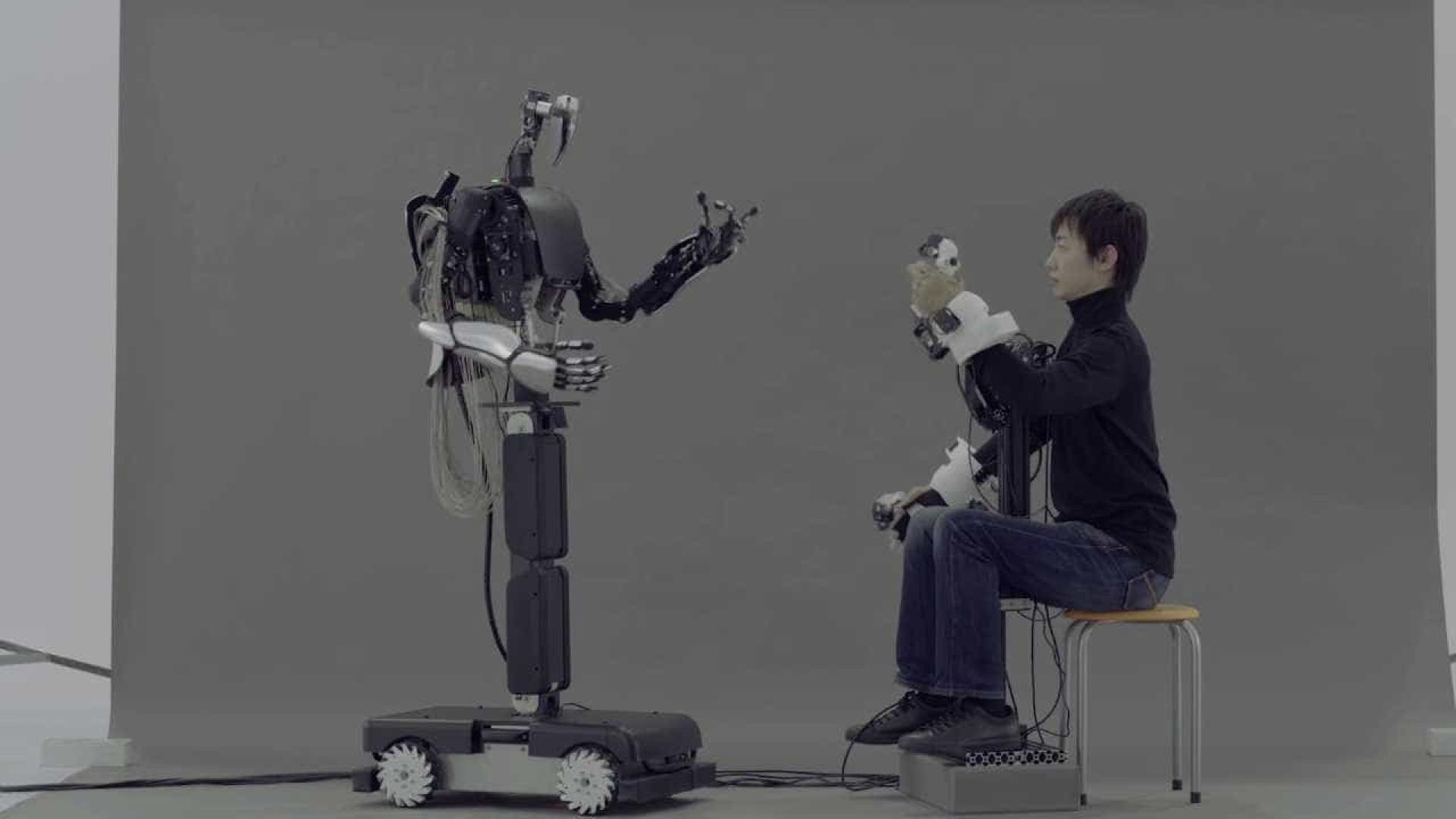Empresa japonesa apresenta 'robô avatar' em ação