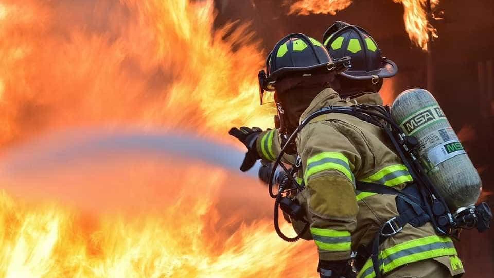 Incêndio atinge centro comercial na Sibéria; há mortos e feridos (VÍDEO)