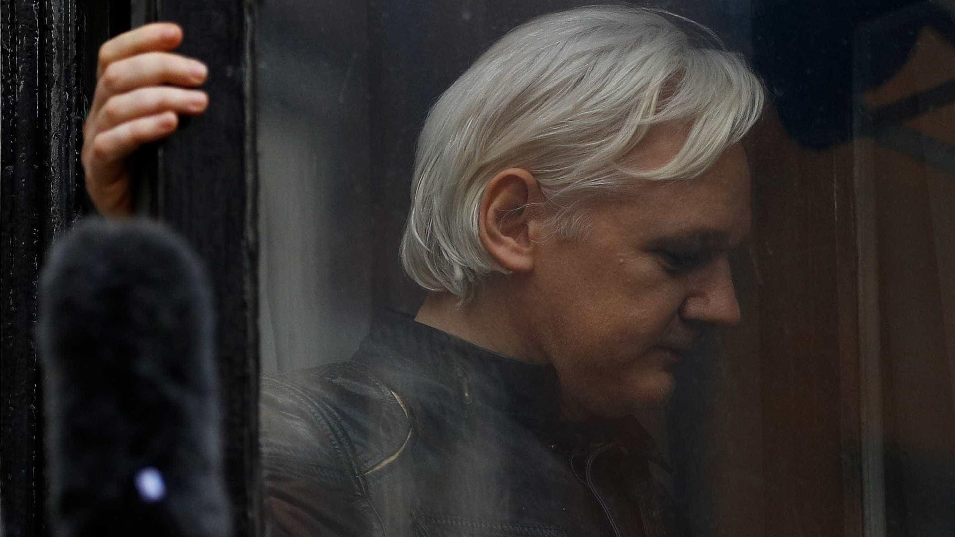Equador corta comunicação de Assange com mundo 'exterior'