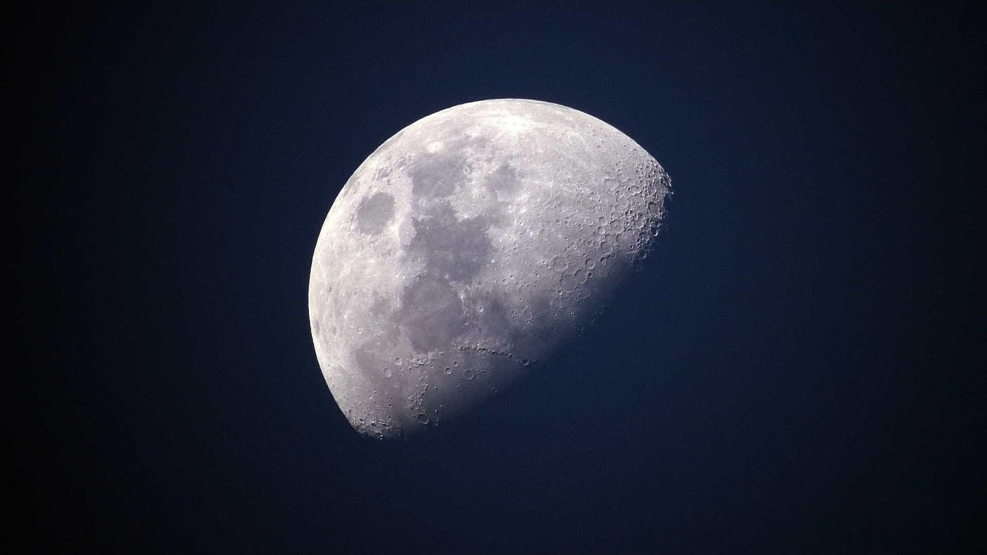 Fotógrafo capta imagens hipnotizantes da Lua; assista