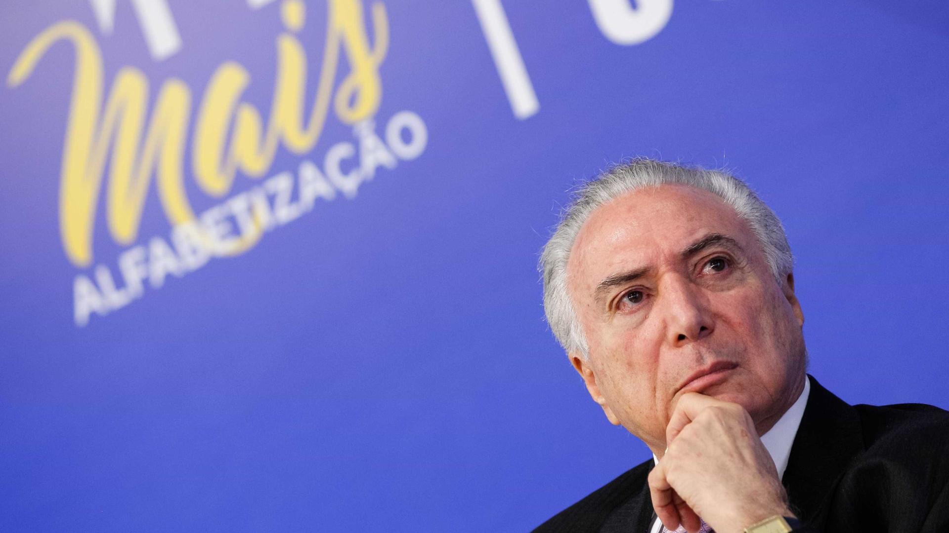 Slogan ambíguo do governo Temer vira enredo de bloco no Rio