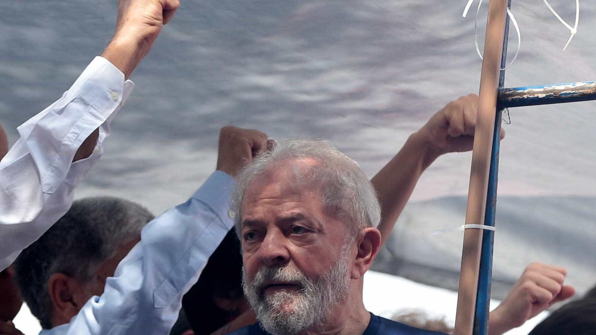 Aparência de Lula comove juízes, que discutem prisão domiciliar