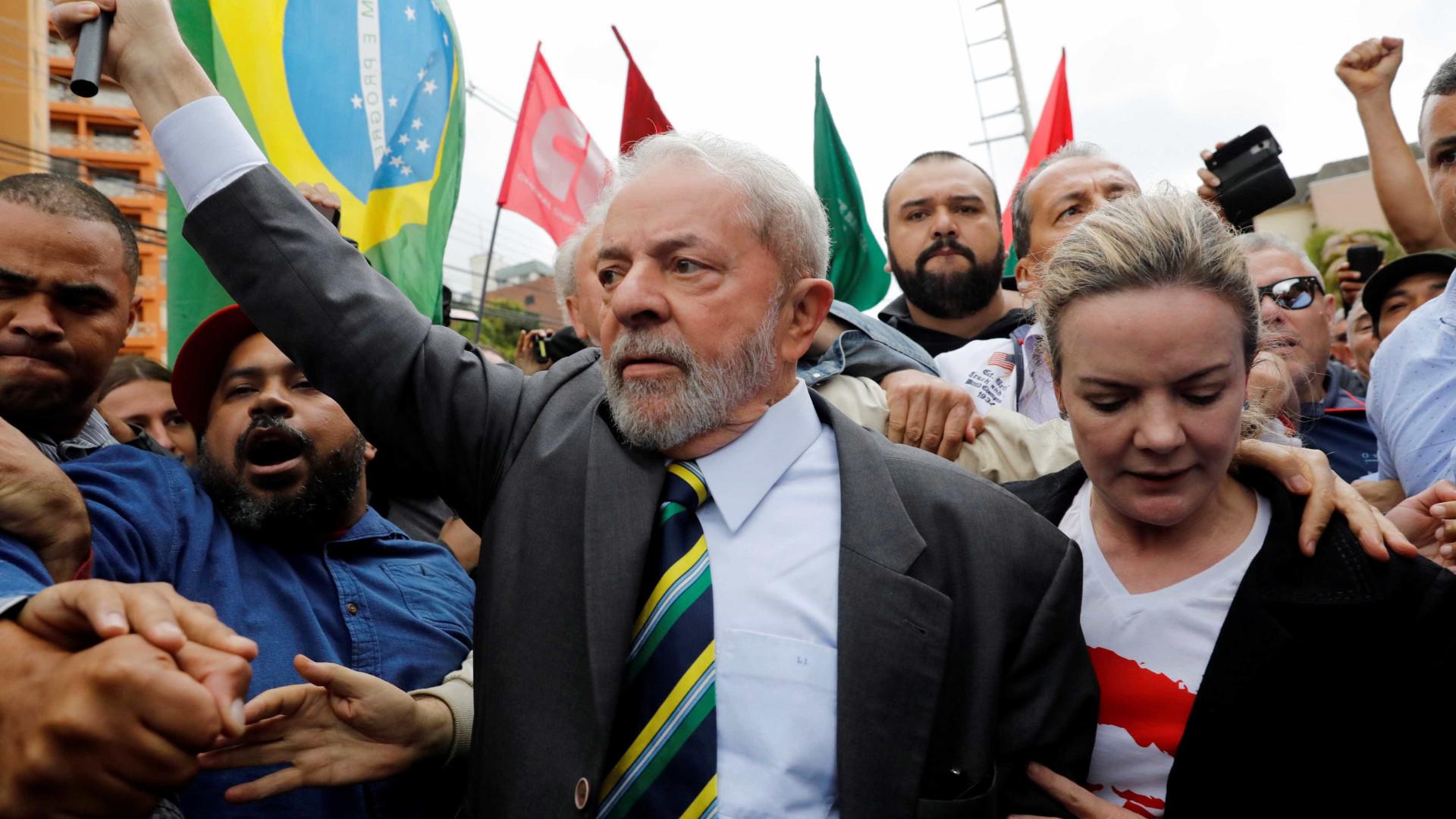 Lula defende Gleisi Hoffmann e reafirma que é candidato