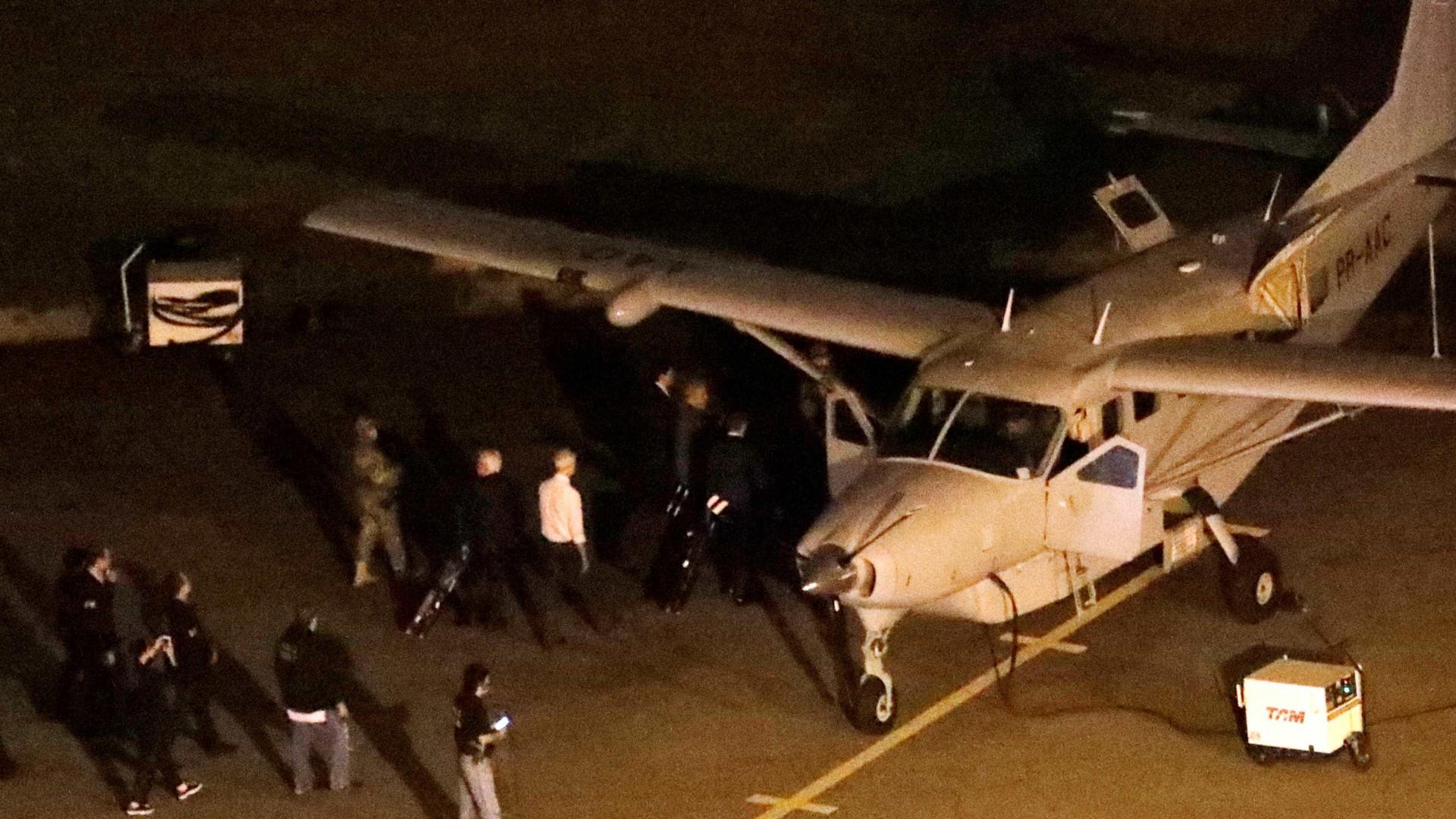 Agente diz para piloto de avião com Lula: 'Leva e não traz mais'; ouça