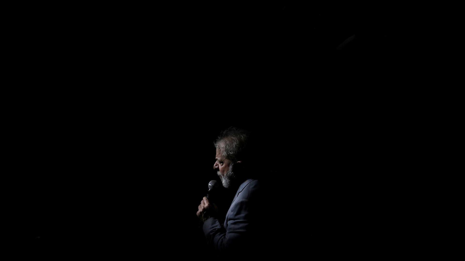 Lula reclama do juiz em estreia como comentarista da Copa