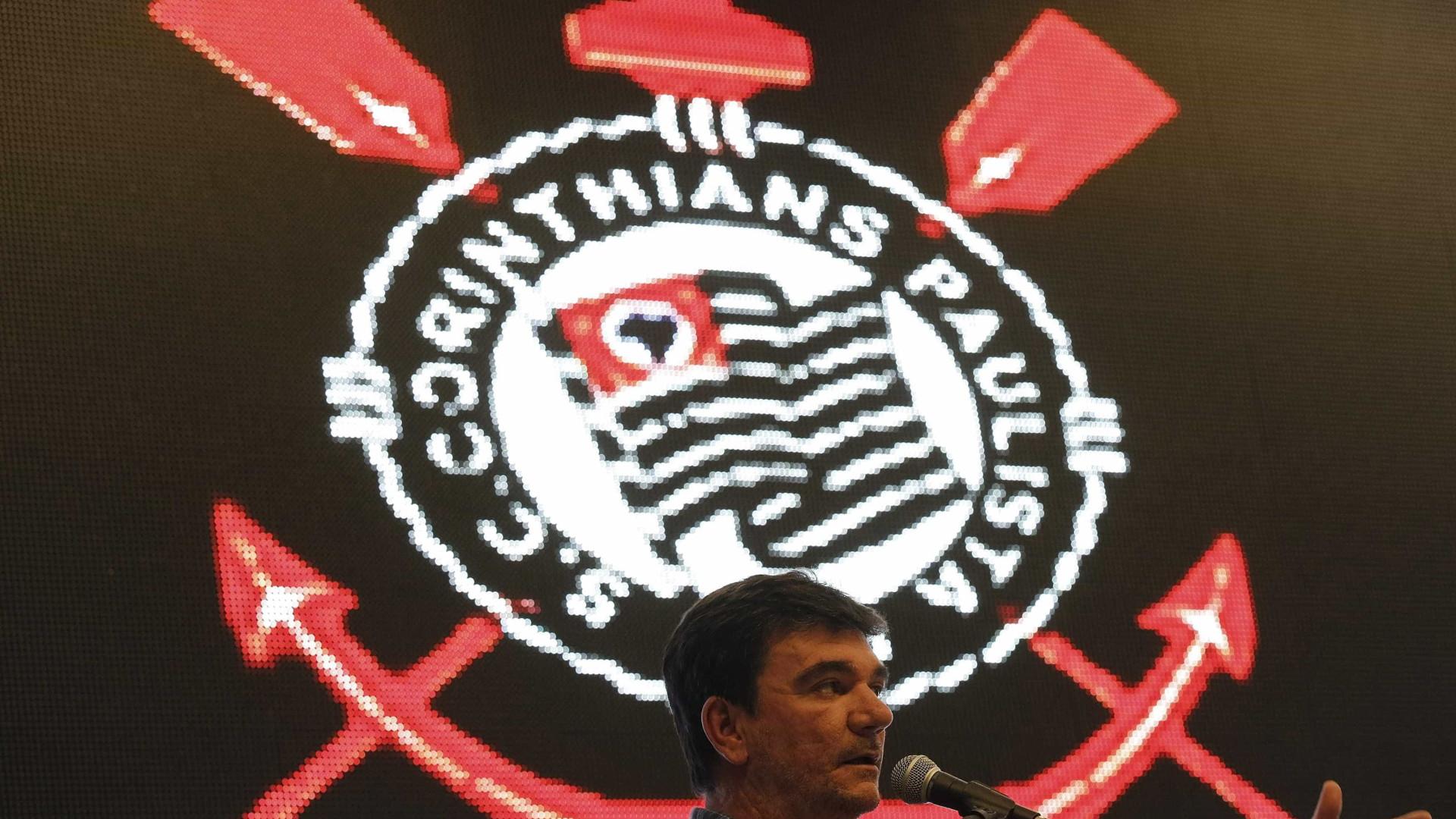 Corinthians assina com promessa dispensada do Santos