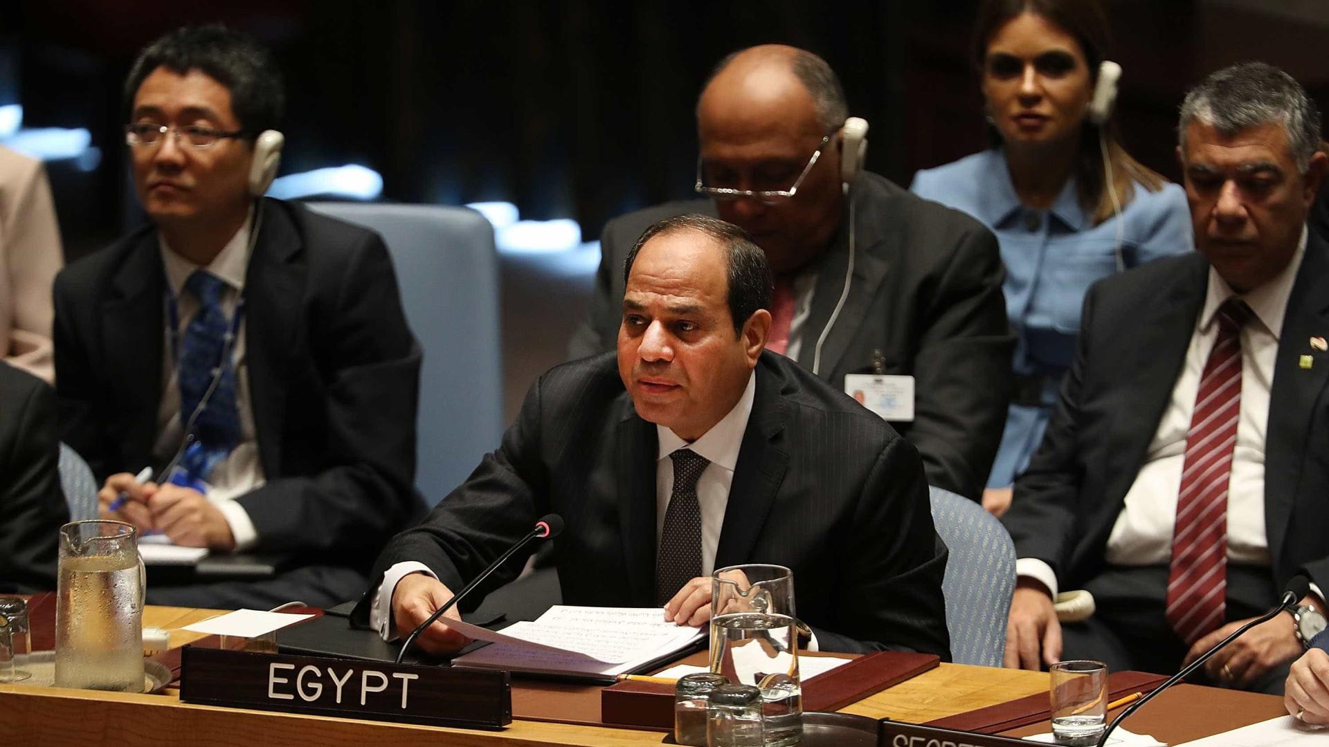 Egito está 'muito preocupado' e exige provas do uso de armas químicas