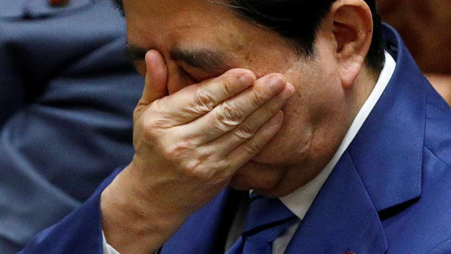 Após acusações de corrupção, japoneses pedem a renúncia de premiê