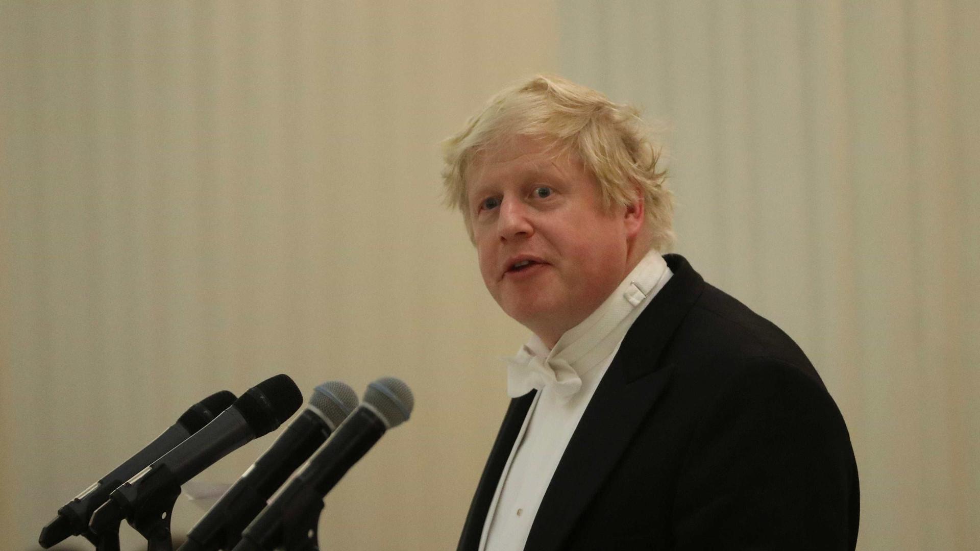 Chanceler britânico nega que ataque à Síria seja por remoção de Assad