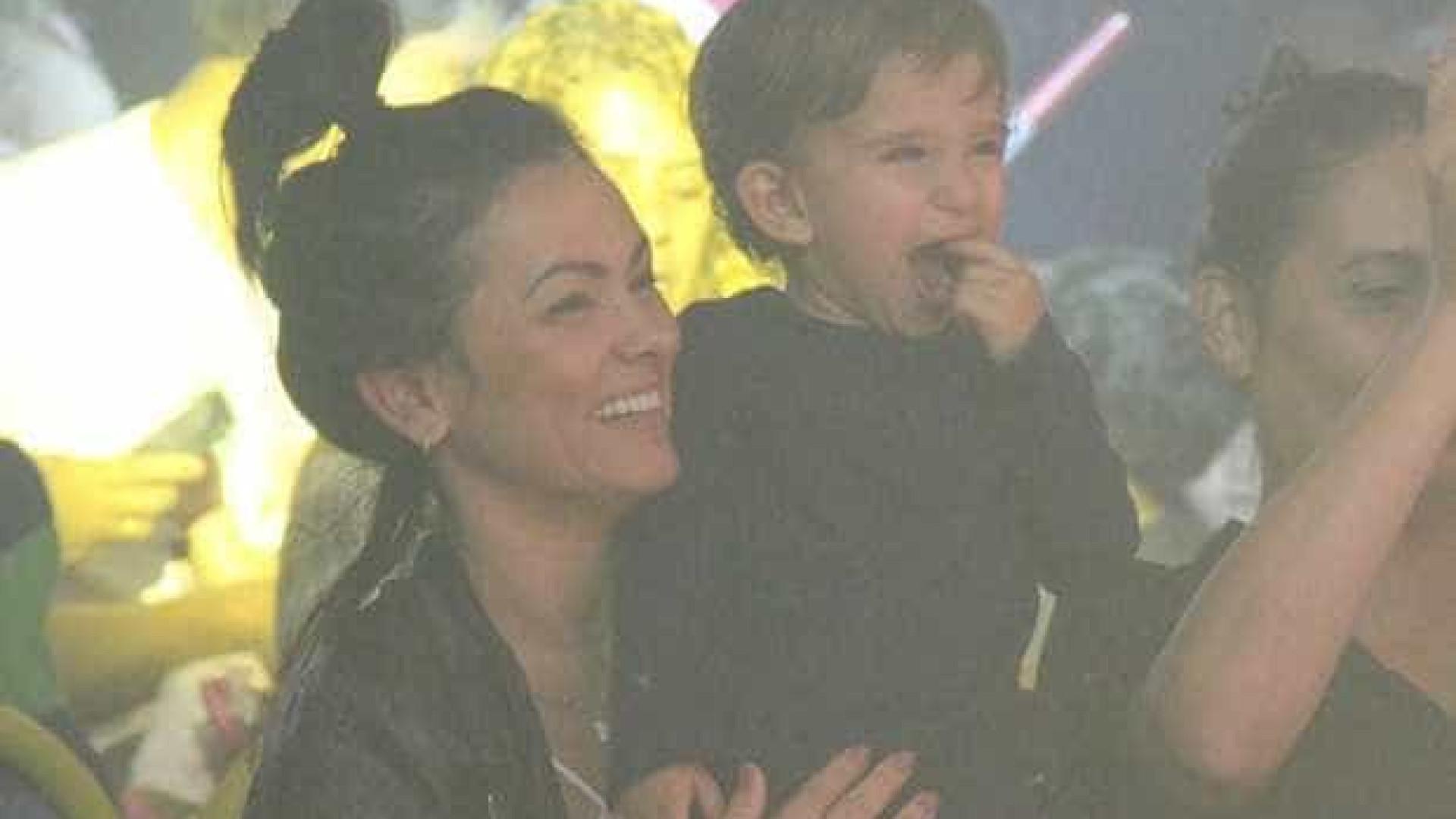 Ex-Tiazinha, Suzana Alves leva filho ao circo no Rio