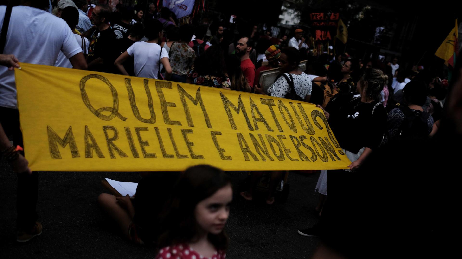 Viúva de Marielle e Freixo se reúnem com chefe da Polícia Civil no Rio