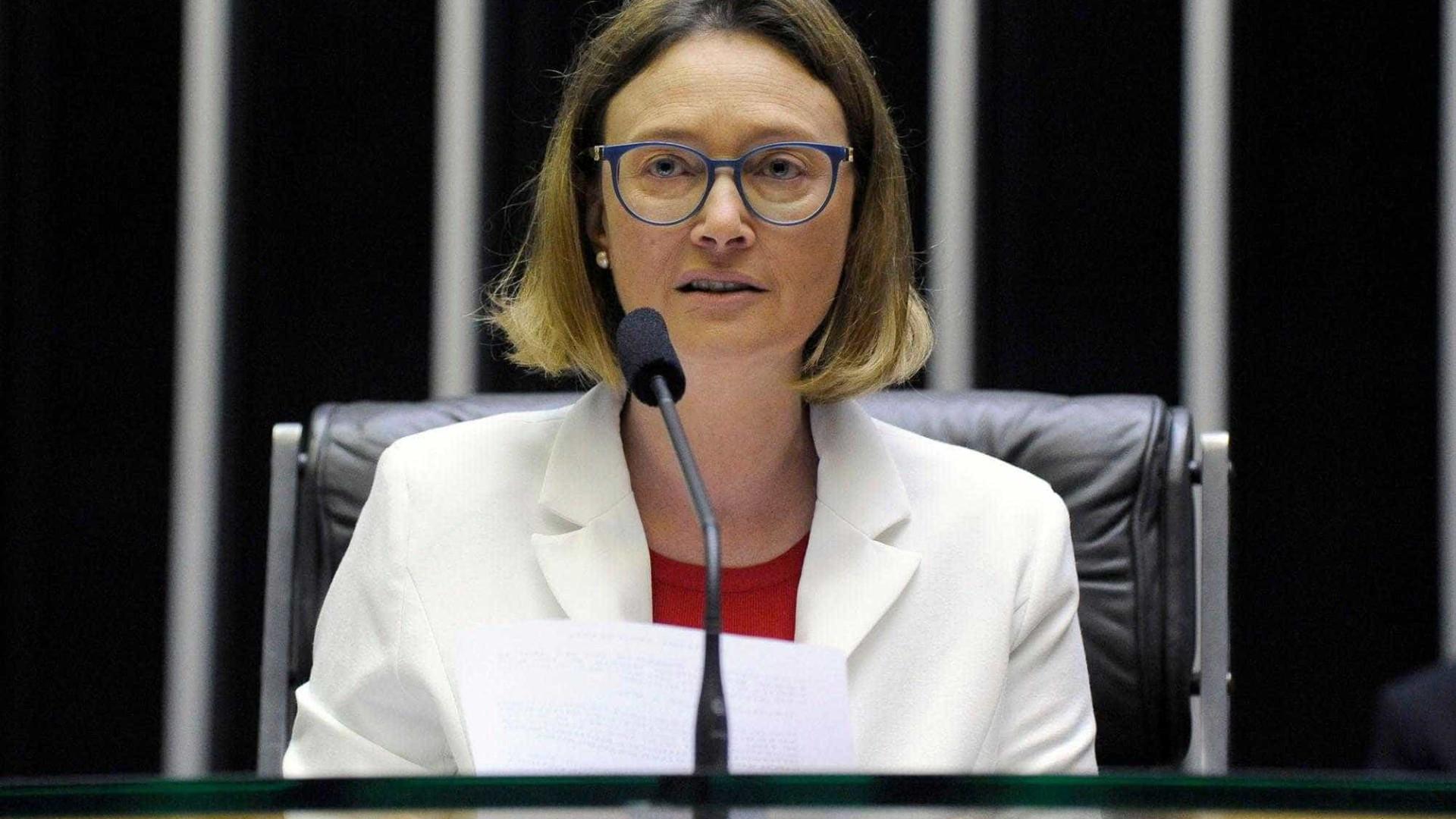 Maria do Rosário cobra agilidade do STF em processos contra Bolsonaro