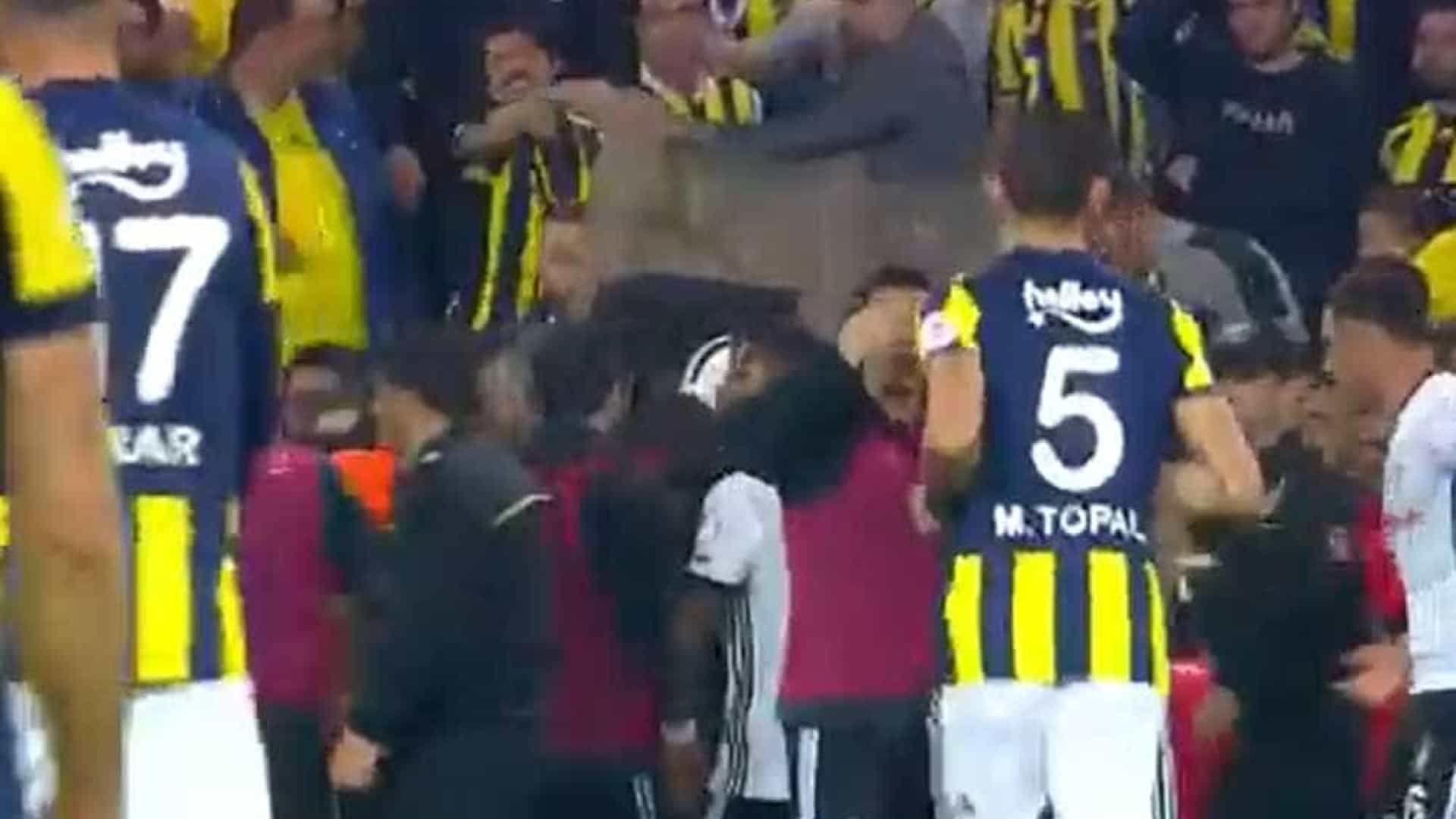 Pepe expulso por entrada duríssima sobre ex-FC Porto — VÍDEO