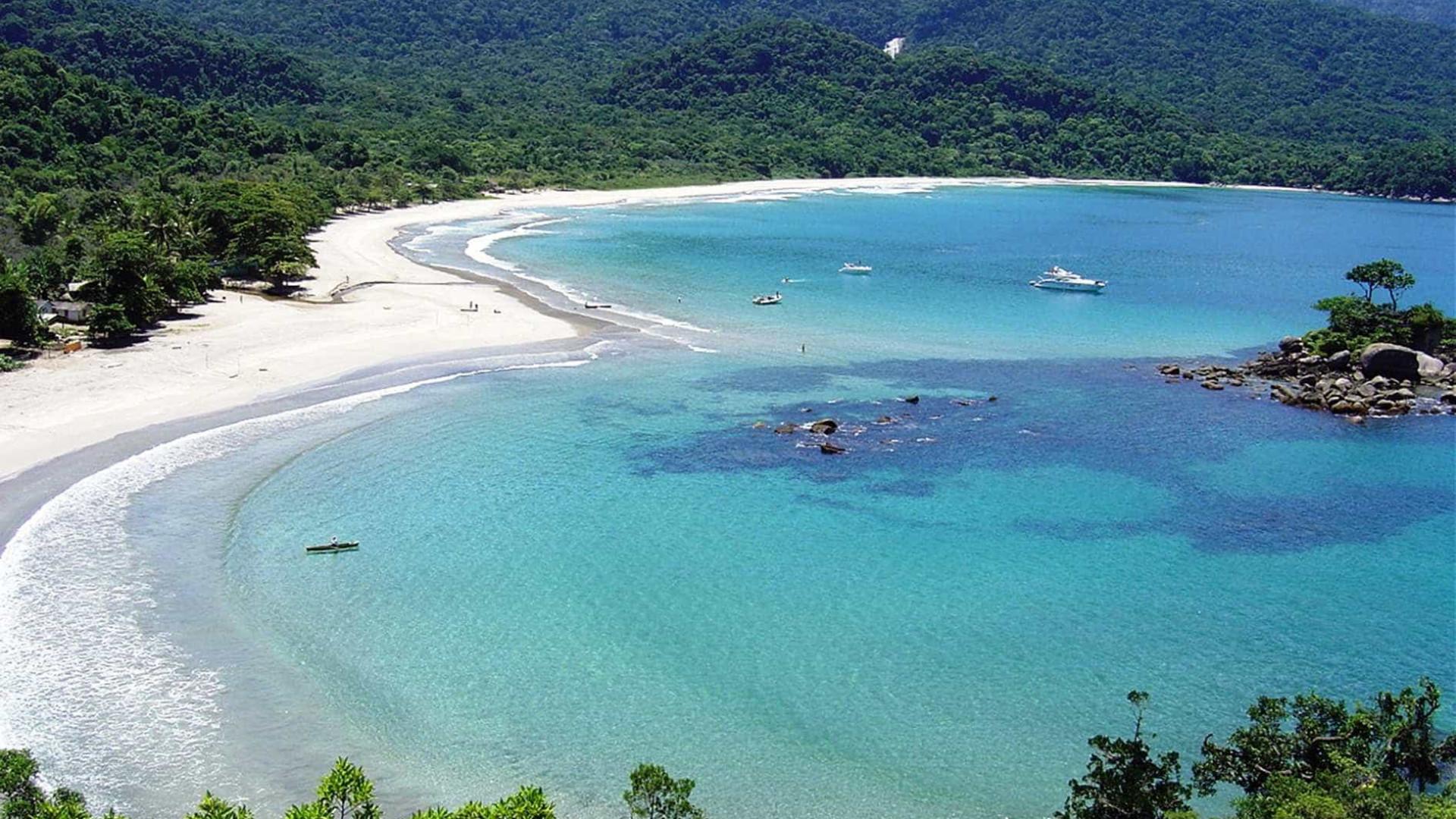 Turismo sem roupa: 8 praias de nudismo no Brasil