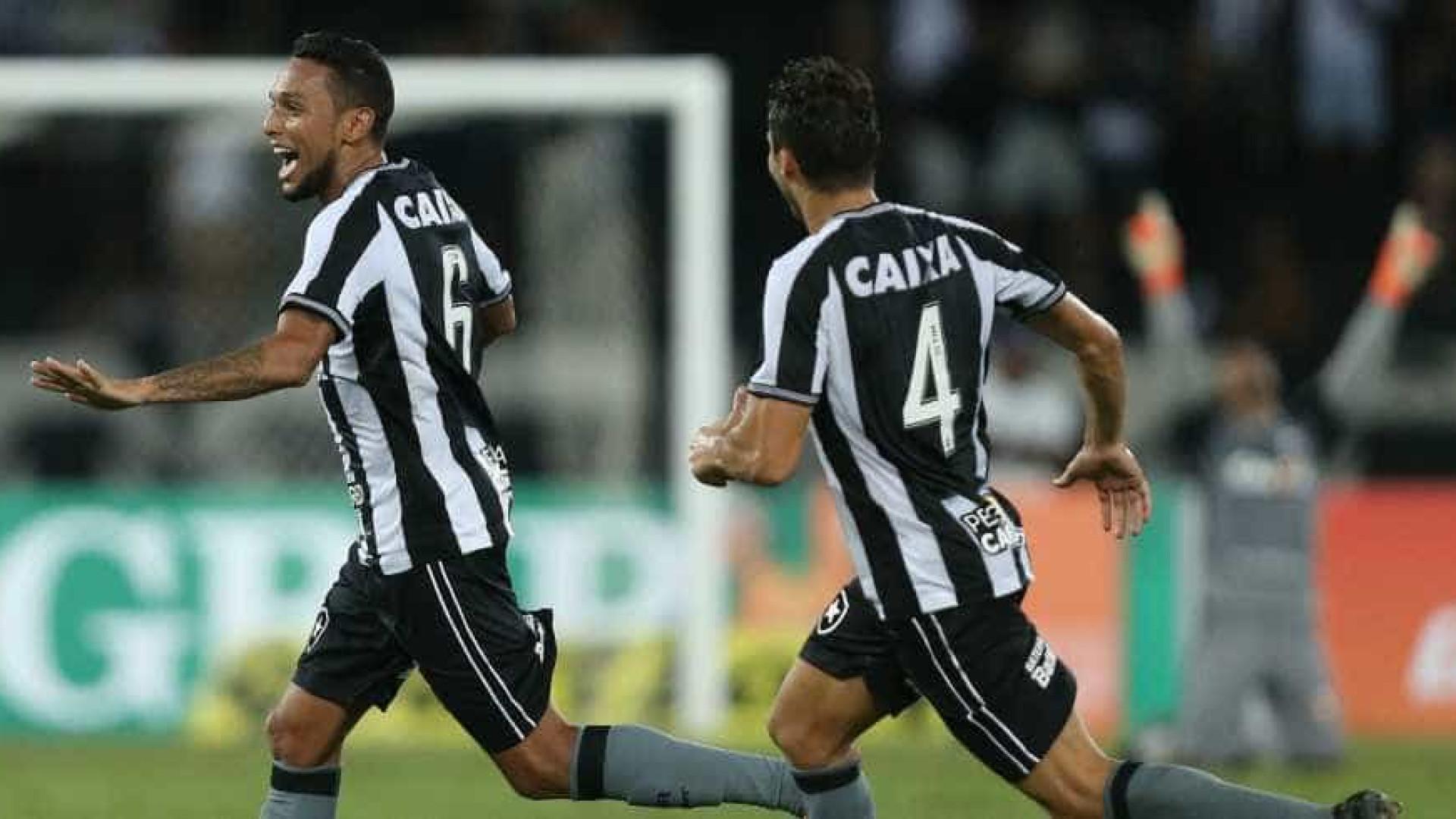 91e30be401fa0 Botafogo vence o Grêmio com golaço no final do jogo