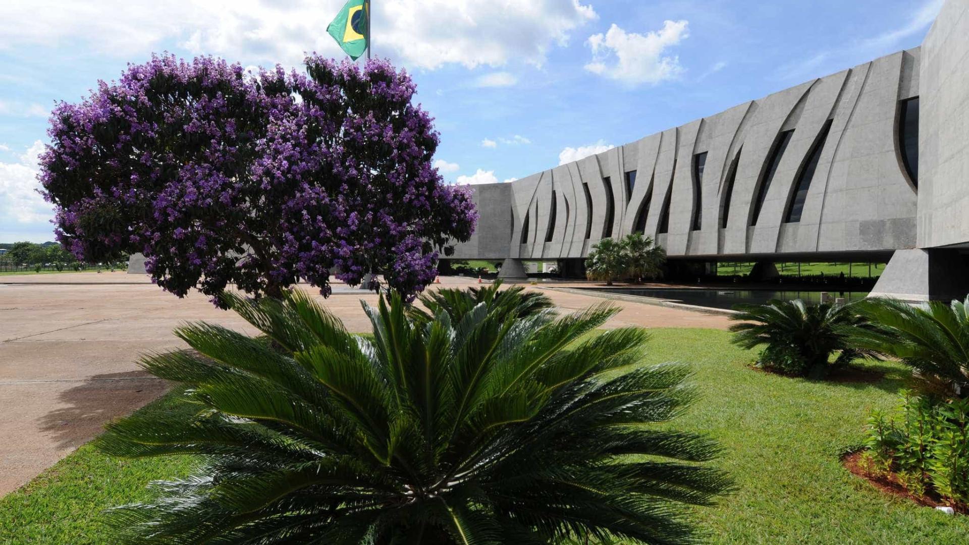 Decisão do STF divide STJ sobre foro especial a governadores